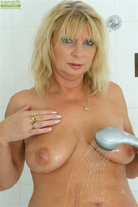 Nasty Blonde Big Tit Mature Rita Showing Her Pussy In The
