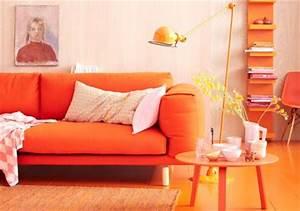 Welche Kissen Zu Rotem Sofa : einrichten und wohnen mit orange m bel und deko living ~ Michelbontemps.com Haus und Dekorationen