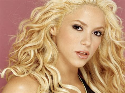 Shakira Mini Biography And Beautiful Wallpapers