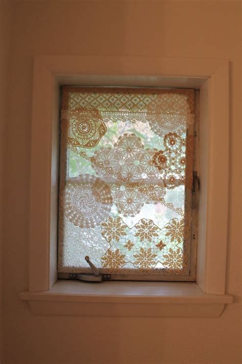 Bathroom Window Privacy Ideas by 25 Best Ideas About Bathroom Window Privacy On