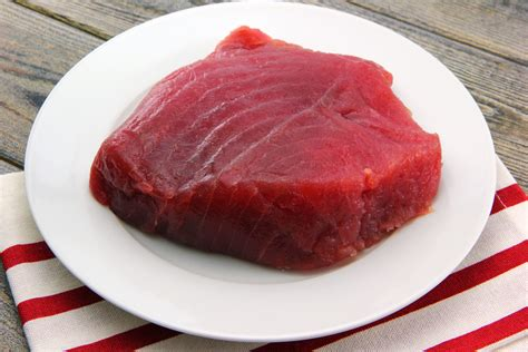 tuna steak how to cook tuna steaks in a pan leaftv