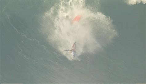 wave wipeout nazare surfing skudin surf challenge