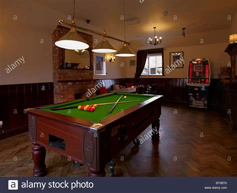 room pool table the pool table in the room of an pub or 3731