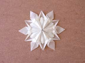 fold paper snow flakes