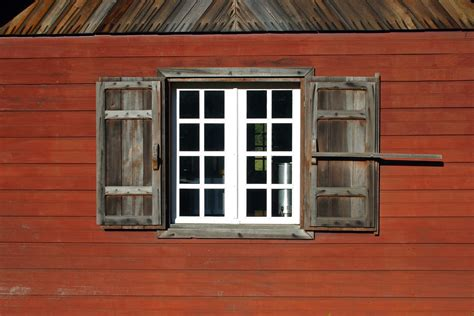 Fenêtre Avec Volets Réunionnais Sur Freemages