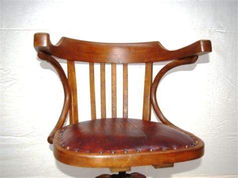 fauteuil de bureau cuir vintage fauteuil bois et cuir mzaol com