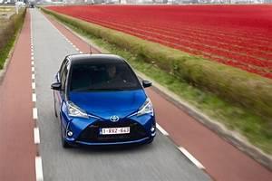 Essai Toyota Yaris : essai toyota yaris hydride 2017 conduisez la avec des fleurs l 39 argus ~ Medecine-chirurgie-esthetiques.com Avis de Voitures