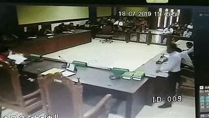 Hakim Pengacara Cctv Tomy Winata Rekaman Pukul