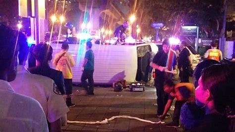 2 หนุ่มฮังการี ซิ่งบิ๊กไบค์หรูชนกลางลำรถตู้ ร่างพุ่งทะลุรถ ...