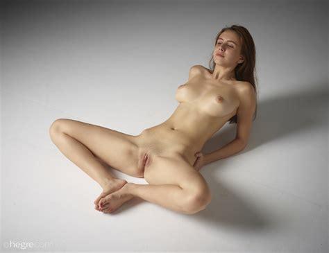 Alisa In Full Figure Nudes By Hegreart Photos
