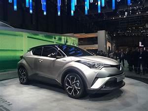 Nouvelle Toyota Chr : toyota c hr le crossover hybride commercialis d but 2017 ~ Medecine-chirurgie-esthetiques.com Avis de Voitures
