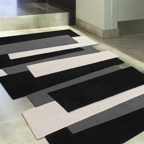 tapis noir blanc gris idees de decoration interieure