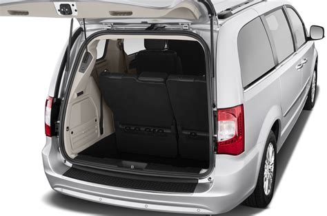 Town And Country Chrysler 2010 by Chrysler Town Country V Restyling 2010 2016 Minivan