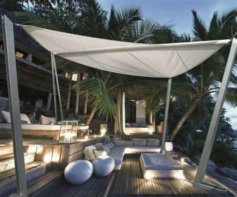 Sonnenschutz Terrasse Ideen by Freistehender Sonnensegel Auf Der Holz Terrasse Garten