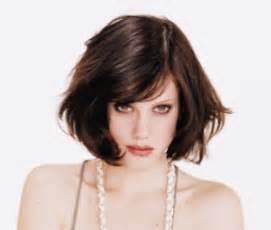 coupe de cheveux carrã femme visage rond