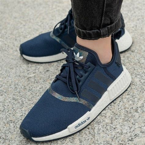 The adidas nmd has created a completely new technical standard among sneakers with the innovative boost midsoles. Adidas NMD_R1 J (FU6672) - 77,64 € - SNEAKER PEEKER