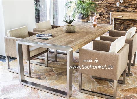 Esstisch Stühle Holz by Esstisch Aus Recyceltem Holz Mit Edelstahl Der Tischonkel