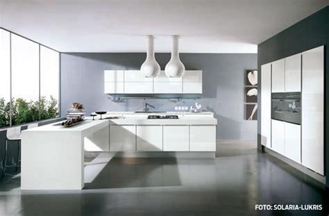 Graue Möbel Welcher Boden by Ideje Za Bijele Kuhinje Ideje Za Uređenje Doma Uredi