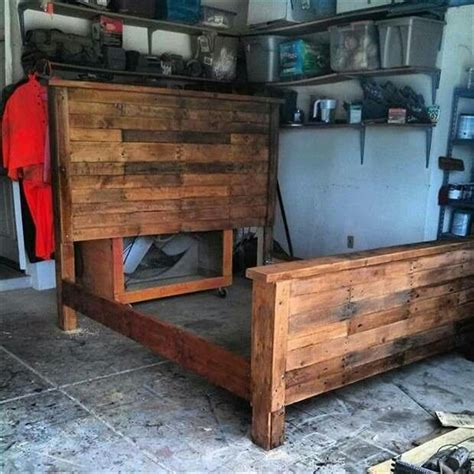 build  king size bed frame   pallets