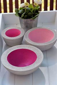 Basteln Mit Zement : diy schalen aus beton selber machen als farbiger akzent oder doch lieber mit metallic farben ~ Frokenaadalensverden.com Haus und Dekorationen