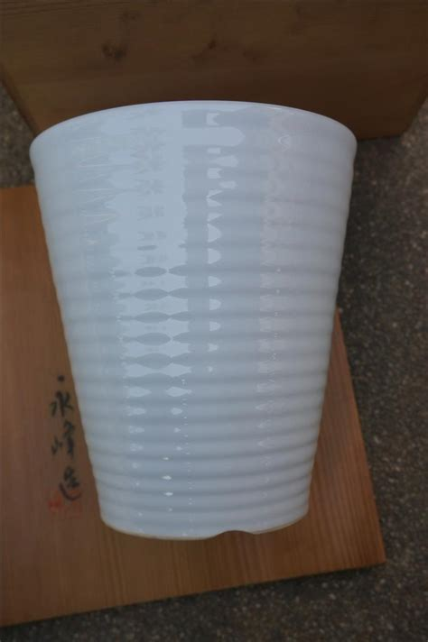 ประมูลสินค้าใหม่ : Japan Gift Set กระถางเซรามิค มาพร้อมลังไม้ / กระถางเซรามิค ขนาด 17 cm. x 19.5 ...