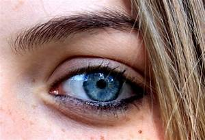 File:Bright blue eye.png - Wikimedia Commons