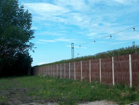 willow noise barrier thegreenbarrier noisebarrier livingwillow noise barriers mur