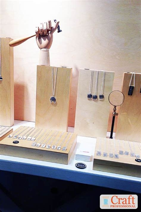 portable jewelry display