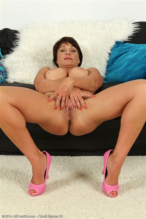 Mature Hottie Belle P Display Her Juggies Milf Fox