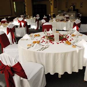 Nappe De Table Ronde : nappe ronde 180cm blanche en tissu intisse decoration mariage badaboum ~ Teatrodelosmanantiales.com Idées de Décoration