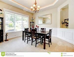 grande salle a manger de luxe avec les meubles en bois With meuble salle À manger avec meuble salle a manger en bois