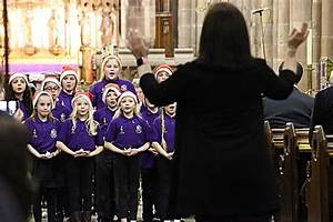 """Audience wowed at """"Step into Christmas"""" concert in ..."""