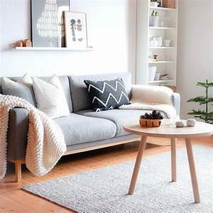 Simple living room decor ideas gorgeous on living room for Simple apartment living room decorating ideas