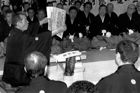 japans biggest mob group splits  money police