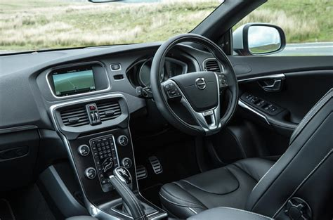 Volvo V40 Review (2017)