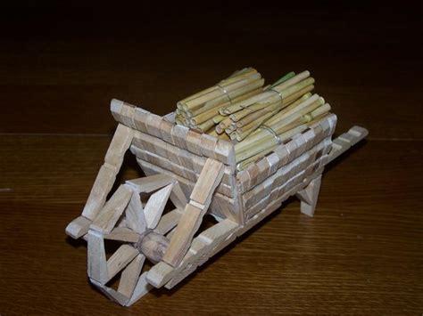 chaise en epingle a linge en bois bricoler avec des pinces à linge en bois