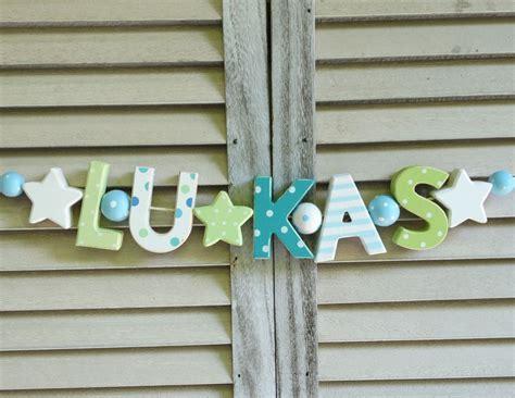 Kinderzimmer Mädchen Shabby by Quot Lukas Quot Namenskette Kinderzimmer Holzbuchstaben Deko Junge