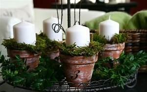 Adventskranz Selbst Basteln : adventskranz basteln mit moos und tont pfen auf einer metallenen unterlage weihnachten ~ Orissabook.com Haus und Dekorationen