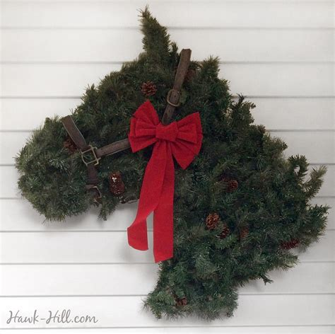horse head shaped greenery wreath instructions