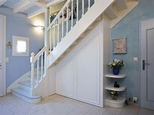 Placard Escalier : j ai fait de l amenagement placard sous escalier ~ Carolinahurricanesstore.com Idées de Décoration