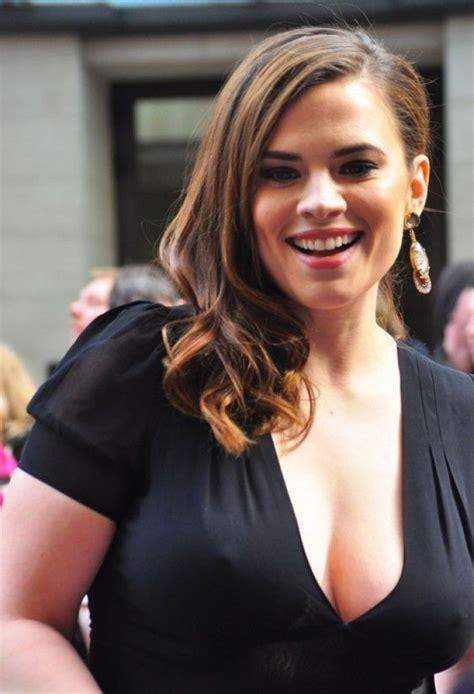 hayley atwell sexy hayley atwell tr 232 s sexy en lingerie hayley atwell