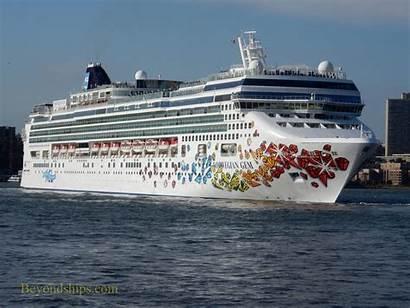 Gem Norwegian Ship York Cruise Turn Makes