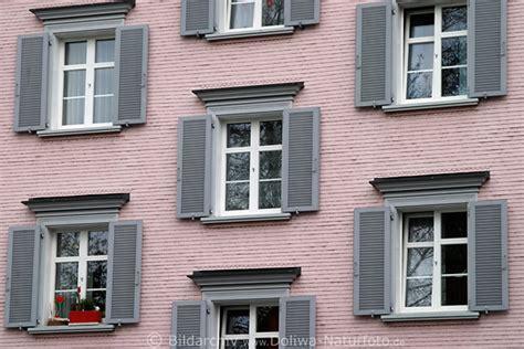 Appenzell Haus In Rosa Farben & Dichten Fenstern Grauen