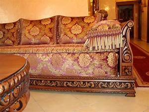 Banquette Salon Marocain : d coration de salon marocain banquette en bois pour salon ~ Teatrodelosmanantiales.com Idées de Décoration
