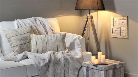 plaid blanc pour canapé 5 idées pour réchauffer la maison avec un plaid
