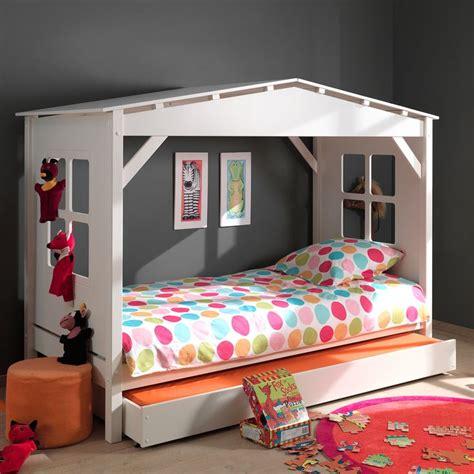 chambre palette bois les 25 meilleures idées de la catégorie lit cabane sur