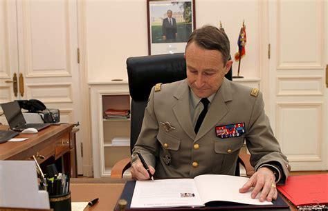 bureau du chef armées première journée du nouveau cema