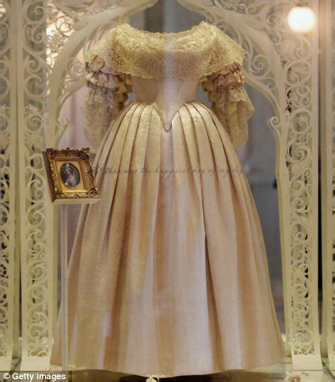 jeanines blog queen victoria  wedding dress