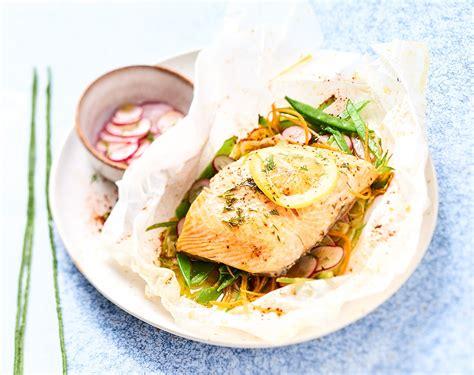 cuisiner truite au four recette papillote de truite aux légumes printaniers