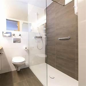 Kleines Bad Renovieren Ideen : er kleines badezimmer renovieren ezimmer renovierung bad ideen badezimmer ~ Frokenaadalensverden.com Haus und Dekorationen